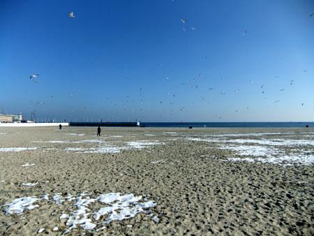 sníh na pláži v Gdyni